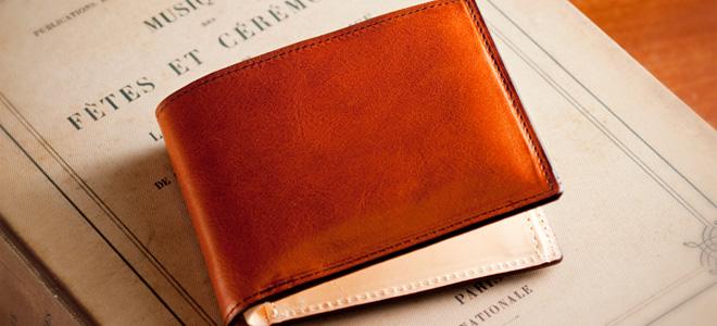 ハイセンスな空気感までも演出する本物の2つ折財布「マットーネマルチパース」